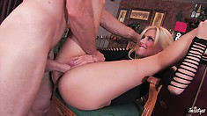 Blondie loves to put out of he nights she is stood up by the other man
