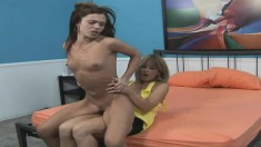 Lonely Alyssa Reece seduces a hot girl and plays with her pussy