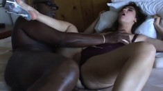 Kylee Samone reaches her climax while taking a black stick in her ass
