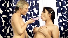 Bodacious lesbians fuck each other's pussies before cumming together