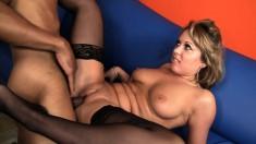 Buxom blonde beauty Ashley Coda orgasms on Justin Long's black stick