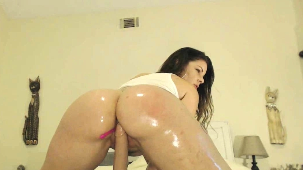 Bubble Butt Brunette Milf