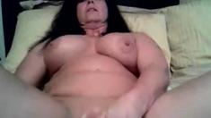 MILF Masturbates On Cam